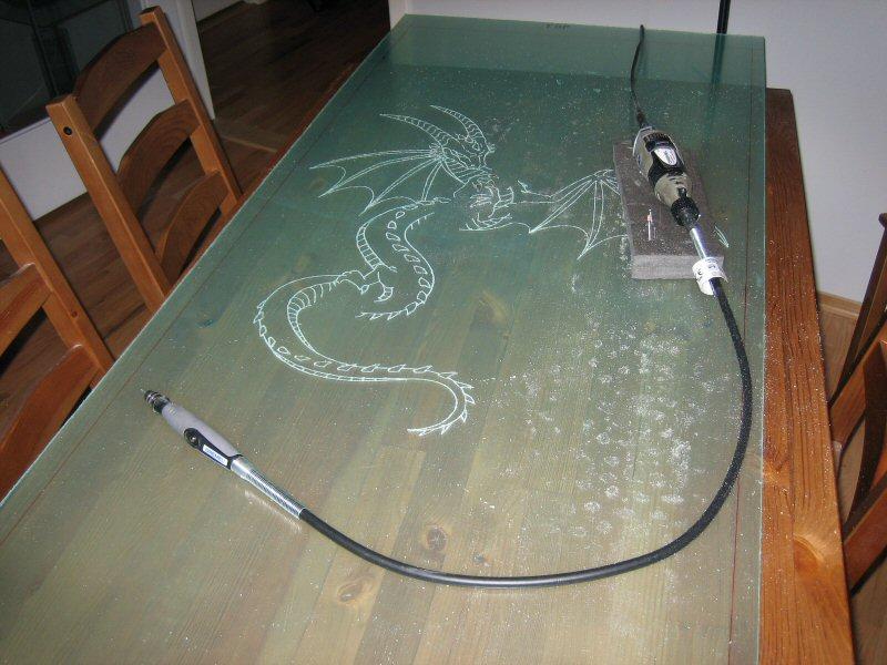 Гравировка на стекле в домашних условиях