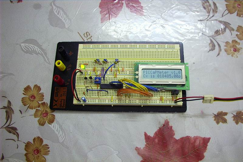 The initial prototyping on a breadboard