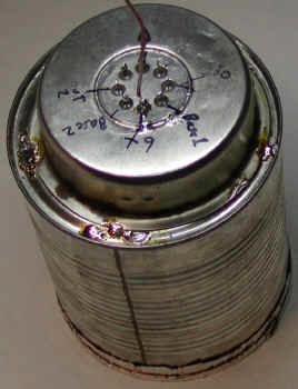 Схема былы собрана в такой же жестяной банке, как и использованная в одном из вышеописанных проектов на полевых транзисторах
