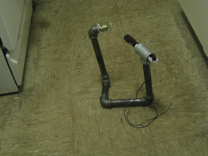 Стройте ваш зеленый лазерный проектор, соединяя трубы и части труб. diy-green-laser-projector-41.