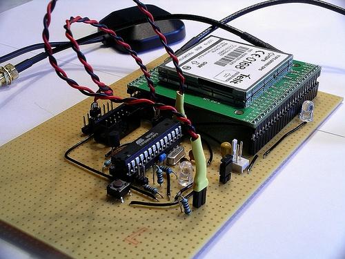 общаться с GSM модулем.