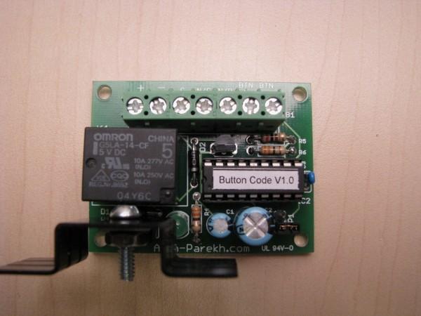 Основным элементом схемы является микроконтроллер. который отслеживает нажатие кнопки...