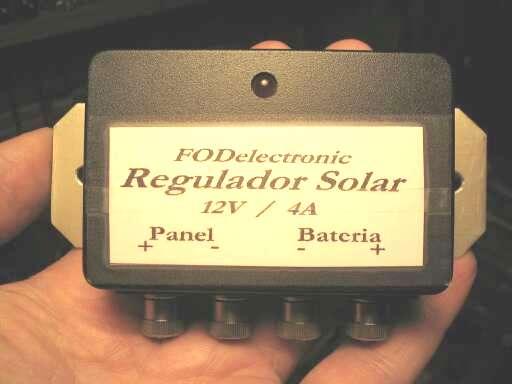Схемы.  Приведено описание простого, но оригинального контроллера солнечной батареи.
