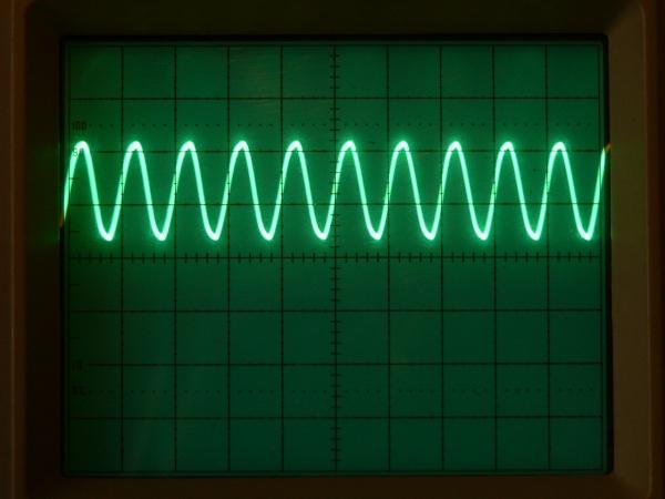 Осциллограмма смещенного синусоидального сигнала 5 кГц