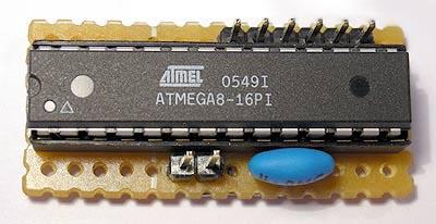 Плата с 28-выводным микроконтроллером Atmega в корпусе DIP