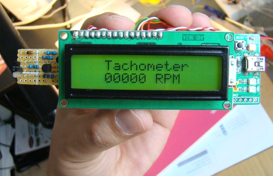 contact-less digital tachometer using IR-light reflection technique