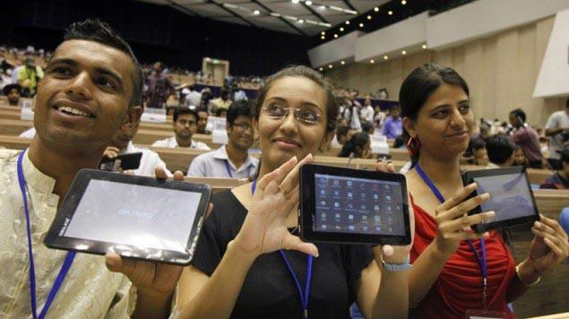 Индия запускает в производство самый дешевый в мире планшетный компьютер