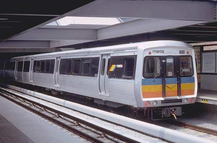 Детекторы мочи выявляют пассажиров, использующих лифты метрополитена в качестве туалета