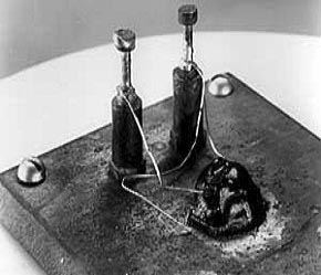 Bell Labs announces junction transistor, July 1951