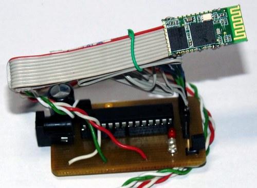 Bluetooth-модуль HC-05 в авторском варианте подключается к плате с помощью гибкого шлейфа