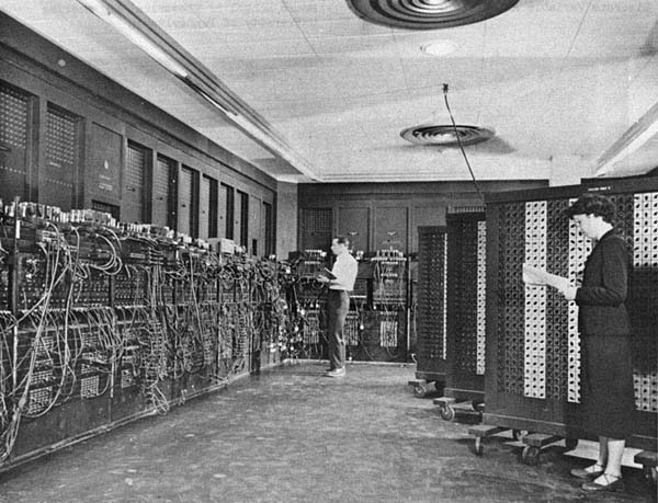 15 ������� 1946 ���� ����� ����������� ��������� � �������� ENIAC