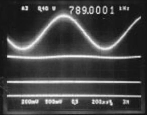 Режекторный фильтр с автоматической настройкой для аудио приложений