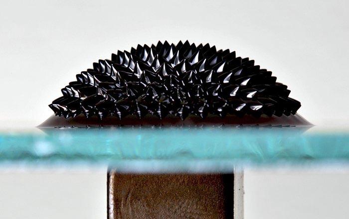 Предложен новый способ синтеза тонких ферромагнитных пленок для микросхем