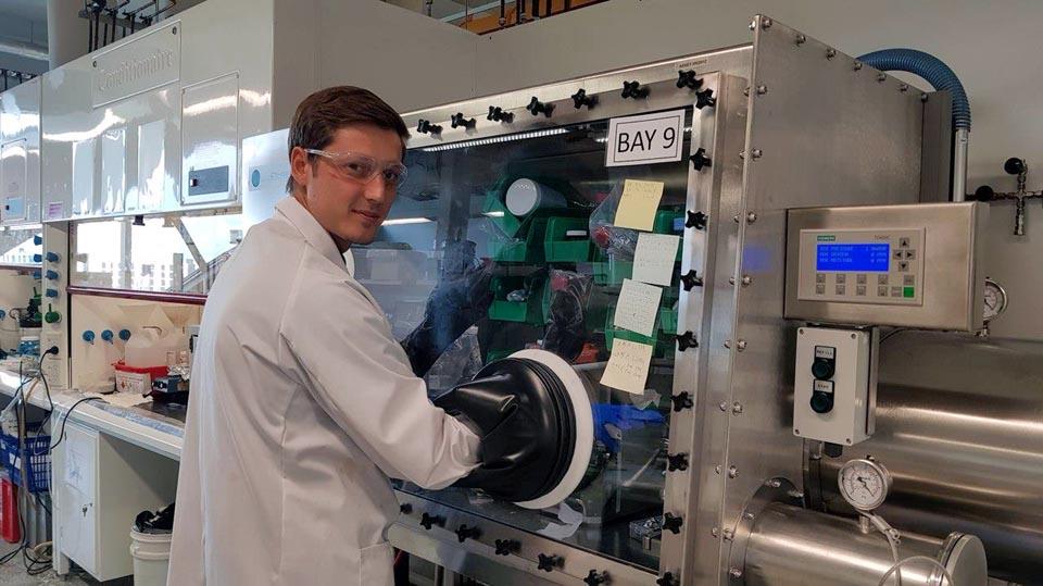 Самарец разрабатывает в Австралии аккумуляторы на основе серы