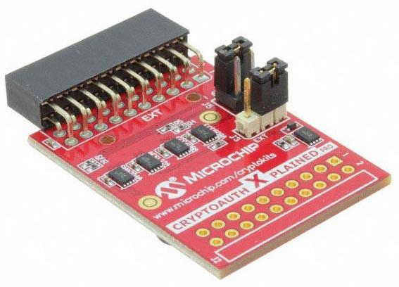 Отладочная плата Microchip Curiosity PIC32MZEF с установленными платами расширения для разработки приложений IoT.