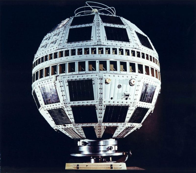 Telstar 1 makes live trans-Atlantic TV broadcast, July 23, 1962