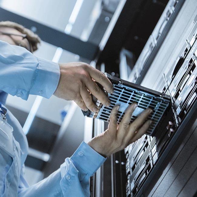 К семейству микромодулей питания Analog Devices добавляет 100-амперное устройство для оборудования дата-центров