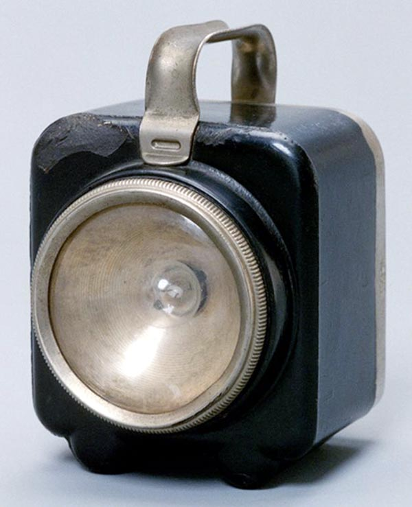 Велосипедный фонарь квадратной  формы «National Lamp».