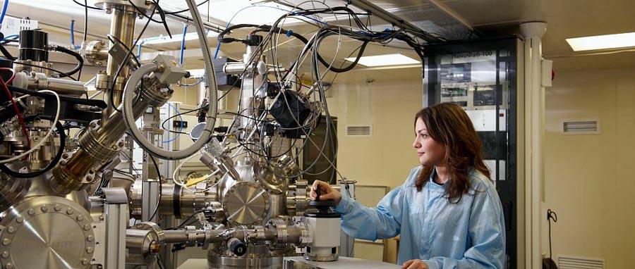 Ученые ТюмГУ исследуют электрофизические свойства нового компонента электроники