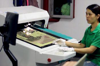 Система компьютерного зрения рассматривает соответствие печатной платы файлам проекта