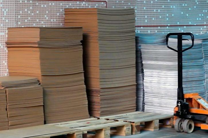 Листы фольгированного стеклотекстолита готовы к предварительной обработке