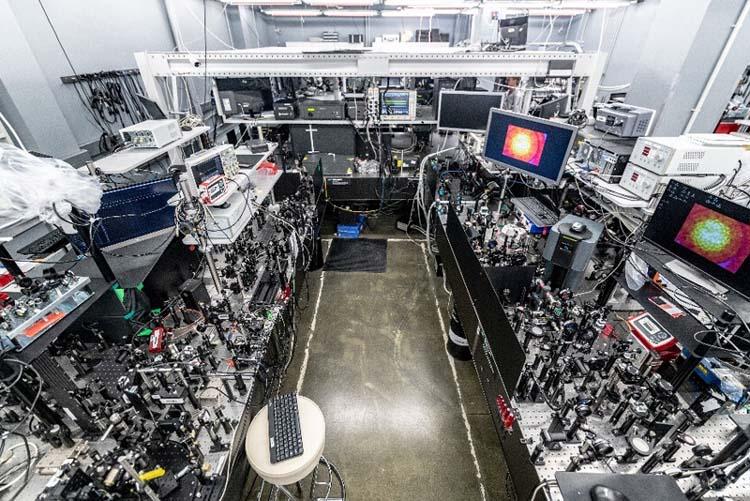 Лаборатория гибридной фотоники Сколтеха