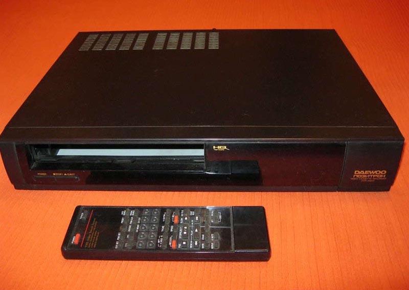 Видеомагнитофон «Daewoo-Позитрон DVR-4561D.