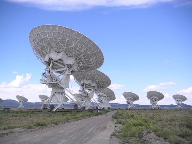 Радиотелескоп с очень большой антенной системой (VLA)  в Нью-Мексико. (Изображение с Wikipedia).