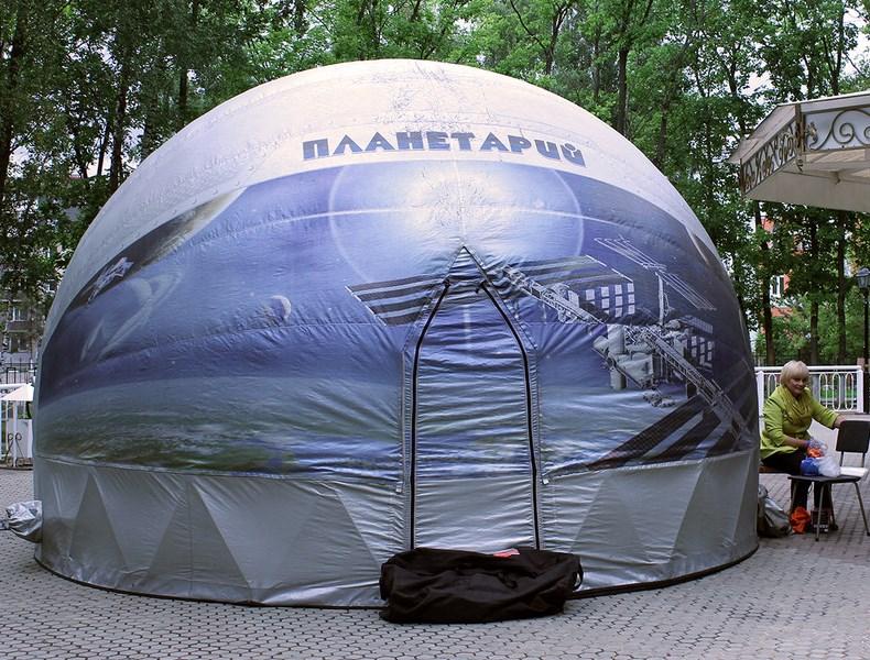 Передвижной планетарий можно устанавливать на уличных площадках
