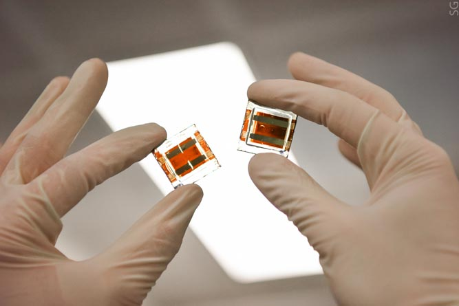 Солнечные батареи сновыми интерфейсами: эффективность перовскитных модулей увеличена засчет максенов