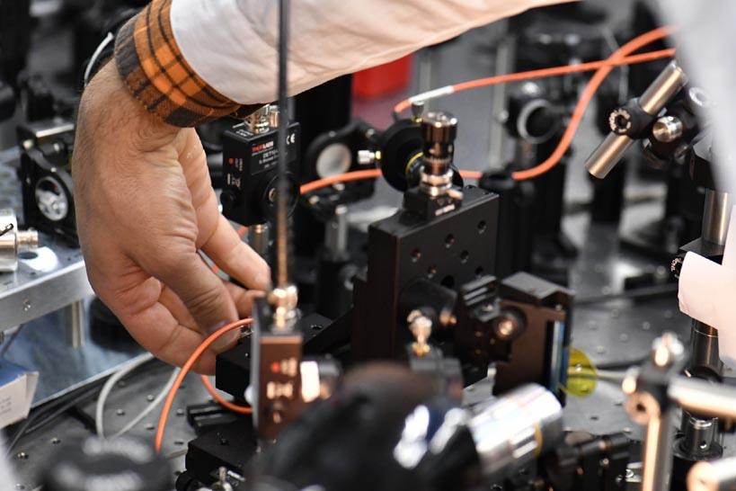 Разгадана загадка взаимодействия частиц, открывающих уникальные возможности для полностью оптической обработки информации