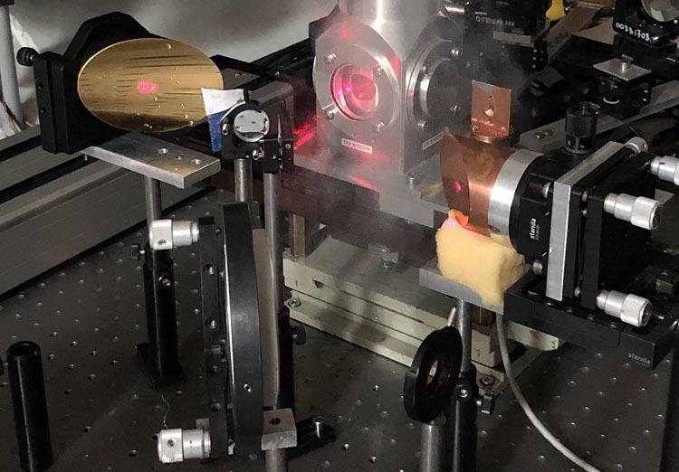 Ученые исследовали поведение электронов мышьяка в полупроводнике под действием терагерцового излучения