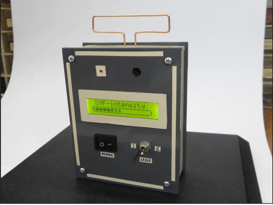 Высокочувствительный детектор электромагнитного поля на Arduino