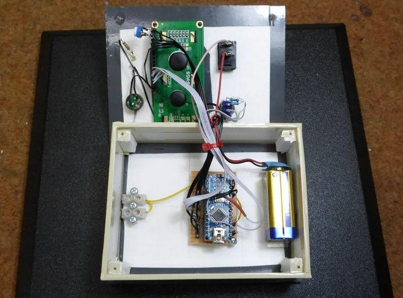 Высокочувствительный детектор электромагнитного поля на Arduino: вариант корпуса