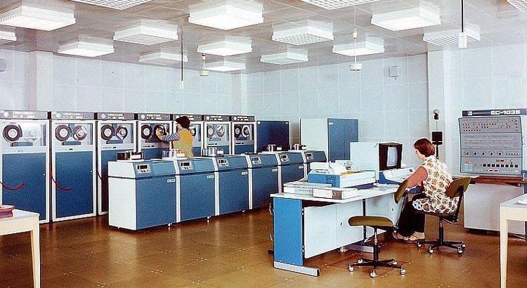 Электронно-вычислительная машина ЕС-1035.