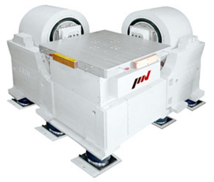 Трехосевой вибростенд серии ТС компании IMV Corporation.