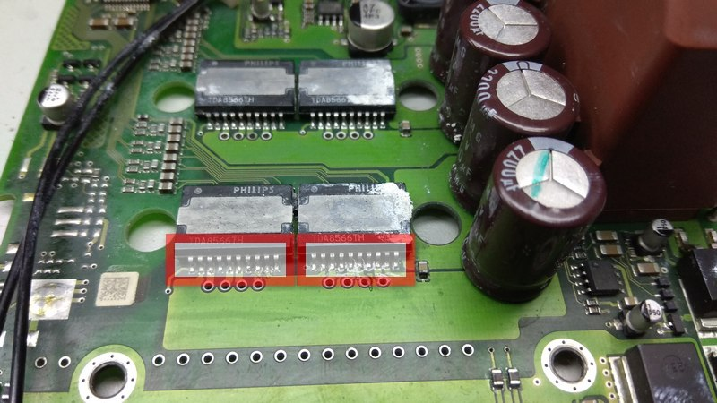 Harman/Becker 7019 audio amplifier PCB. Some DSP pins have a gray coating, Small oxides on the TDA8566 IC's pins.