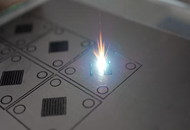 Лазерная резка проточных пластин из графитовой фольги