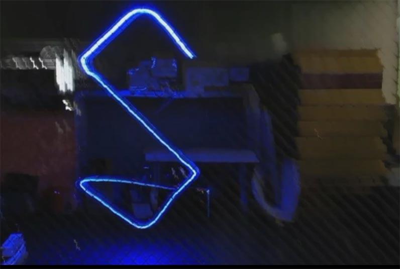 Ученые Сколтеха научили дроны создавать световые