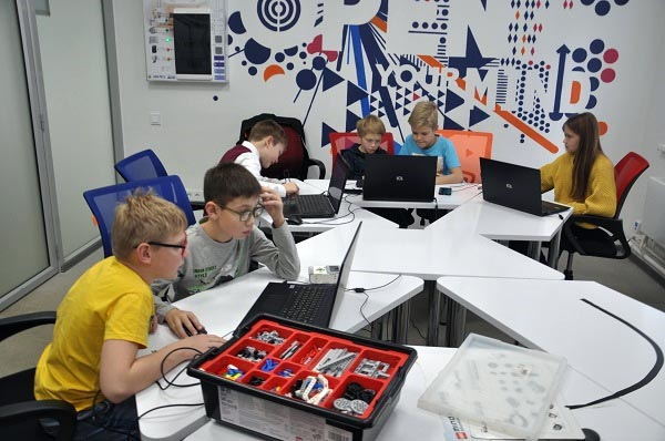 Росэлектроника оснастит челябинские школы умным светом