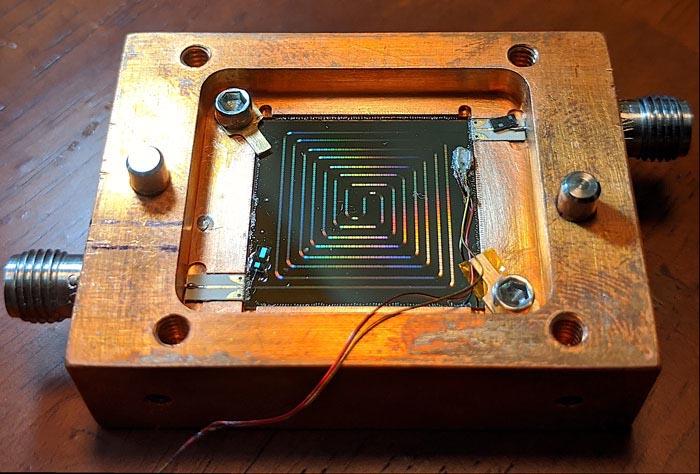 Простой термометр использует изменения частоты для измерения криогенных температур