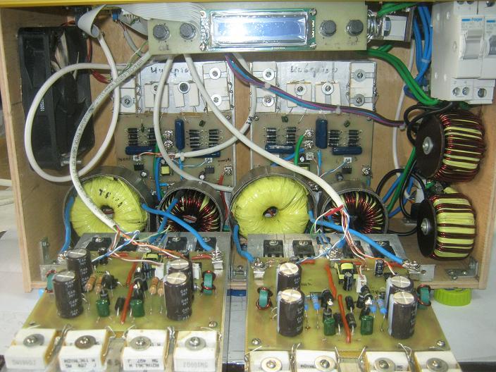 Внешний вид стабилизатора GF-9000 (слева) и внутреннее устройство его прототипа (справа).
