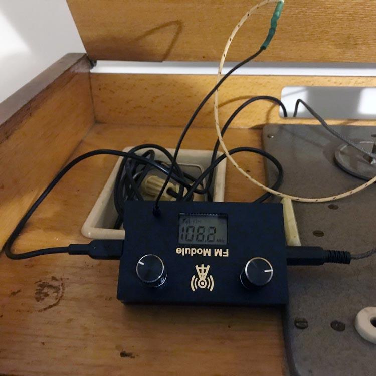 Реставрация винтажной магнитолы «Вайва» с помощью FM-тюнера MP3510
