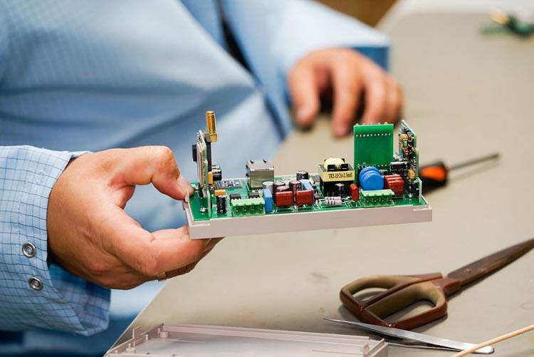 Представители Ассоциации ГП и ЭСК посетили производство интеллектуальных приборов учета электрической энергии в Зеленограде