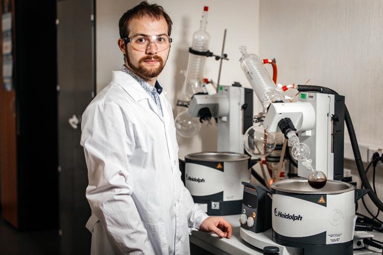 Сибирские ученые синтезировали уникальную молекулу вердазил-нитроксильного трирадикала