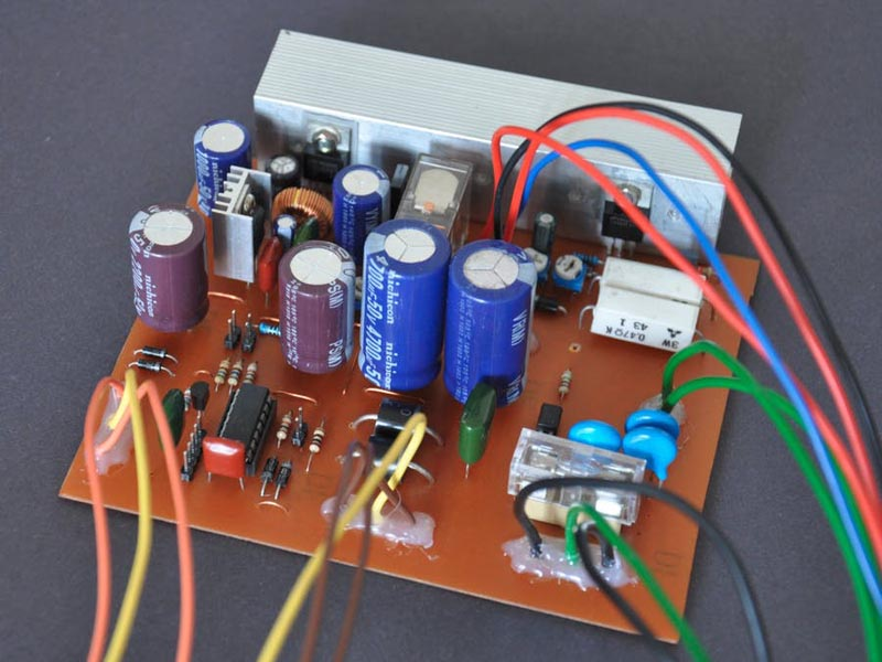 simple fully automatic 12V uninterruptible power