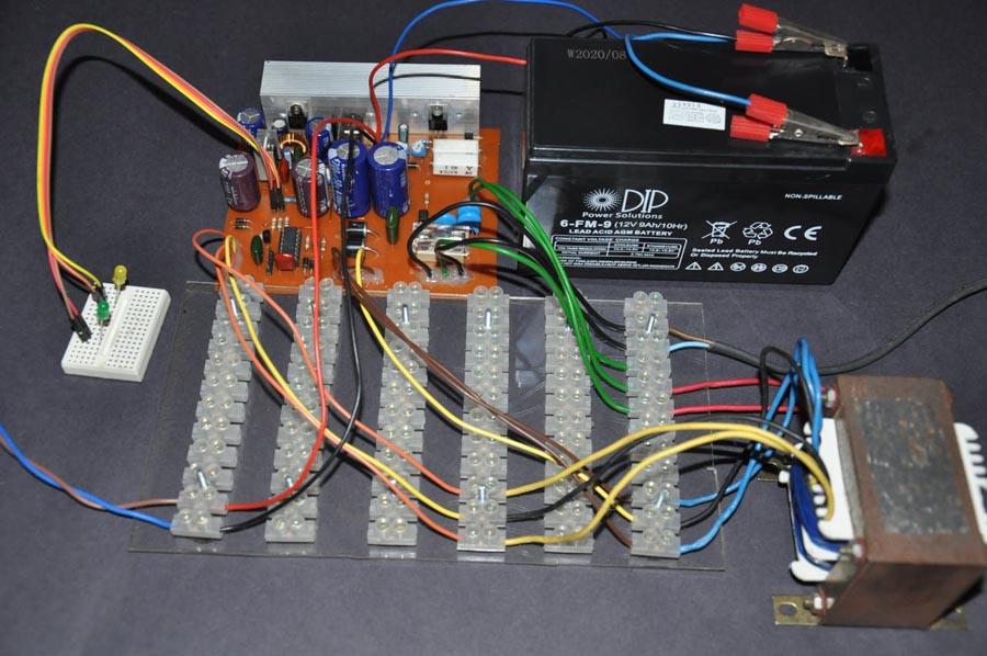 Вид тестовой установки ИБП для настройки и проверки.