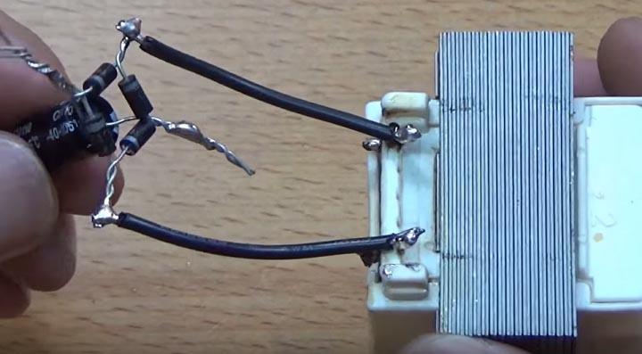 Подключите диодный мост к трансформатору