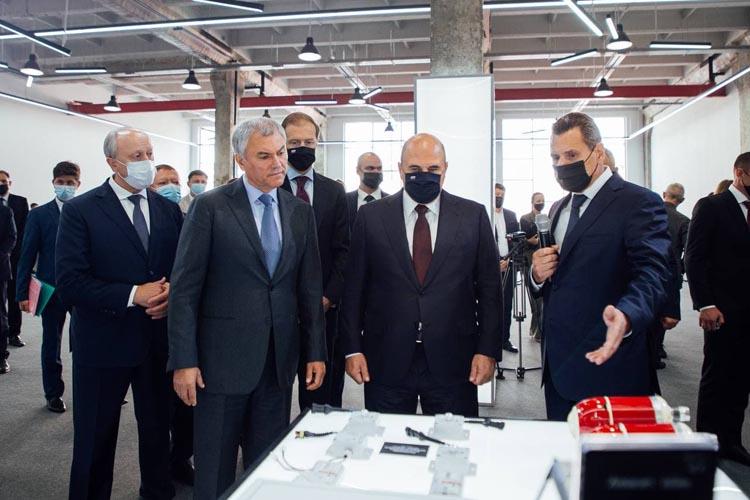 Ростех представил Михаилу Мишустину новейшие образцы электроники для космоса